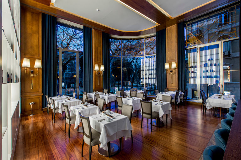 New restaurant at Tivoli Avenida Liberdade hotel in Lisbon, adorned in emperor marble and  sucupira wood.